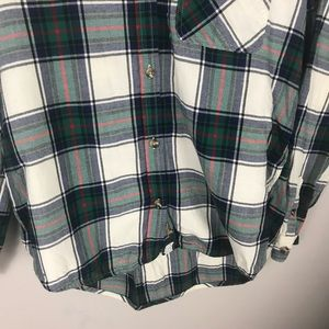 American Eagle Outfitters Tops - 🥳AEO green red plaid Boyfriend button shirt M
